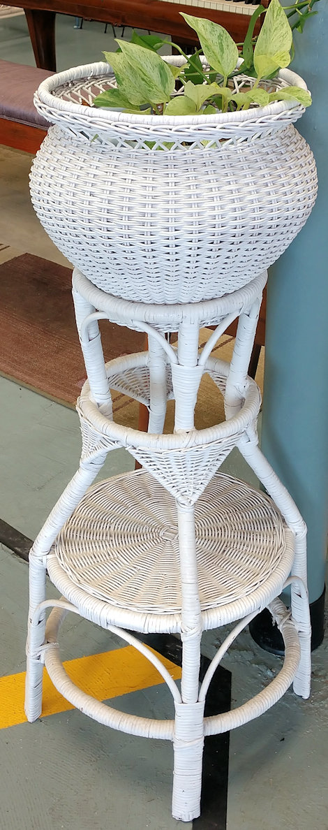 KK0074-Plantstand-white-wicker