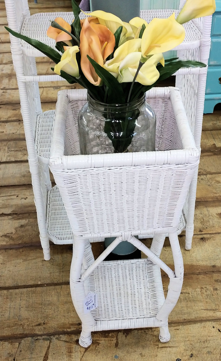 KK0076-Plantstand-small-whitewicker