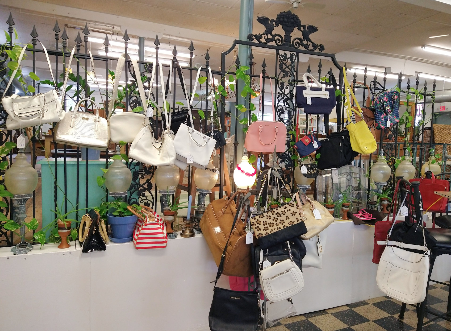 KK0184-Vintage-Designer-handbags-all