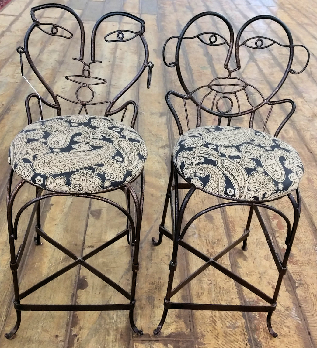 KT0014-Bar-Stools-Iron-Male-Female1