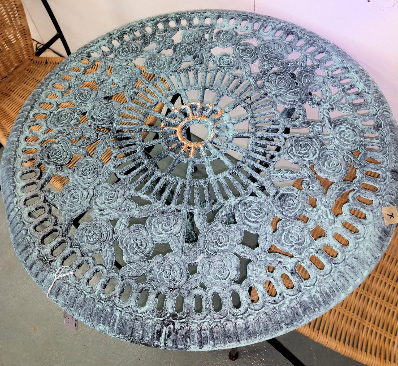 LA0019-Table-verdi-aluminum-top-dent