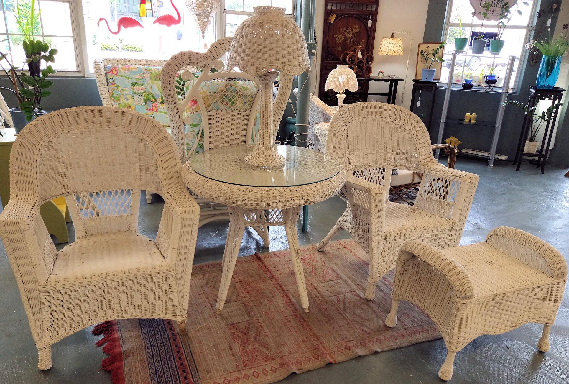 LA0078-Wicker-porch-items