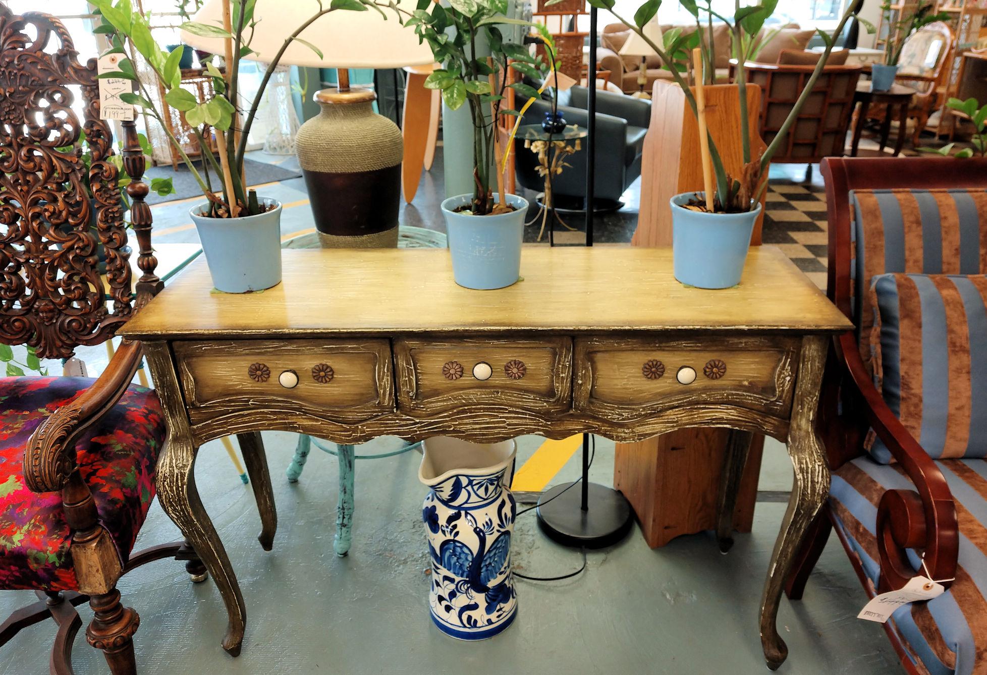 LR0160-Foyer-Table-antiqued