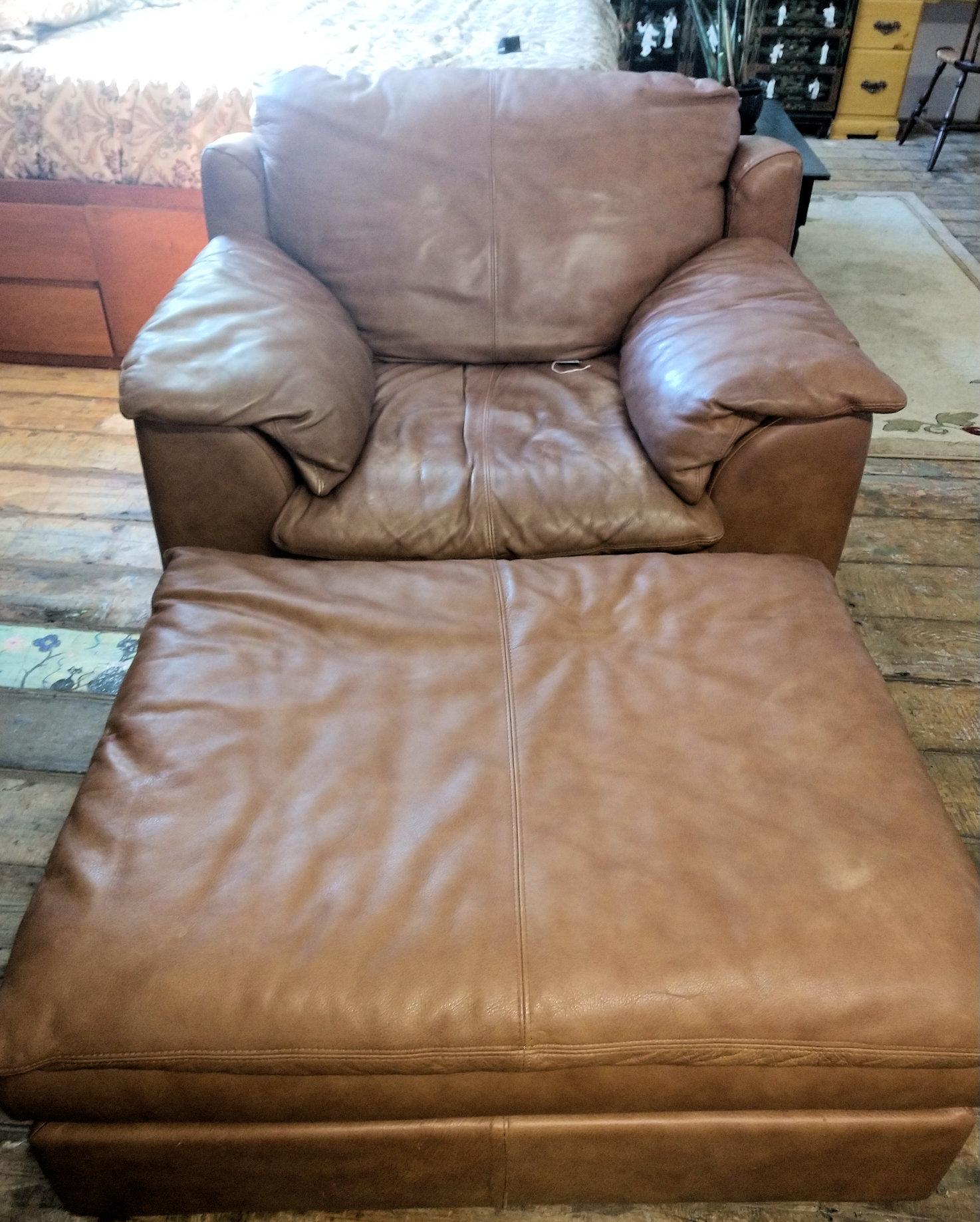 LR0252-Leather-armchair-Ottoman