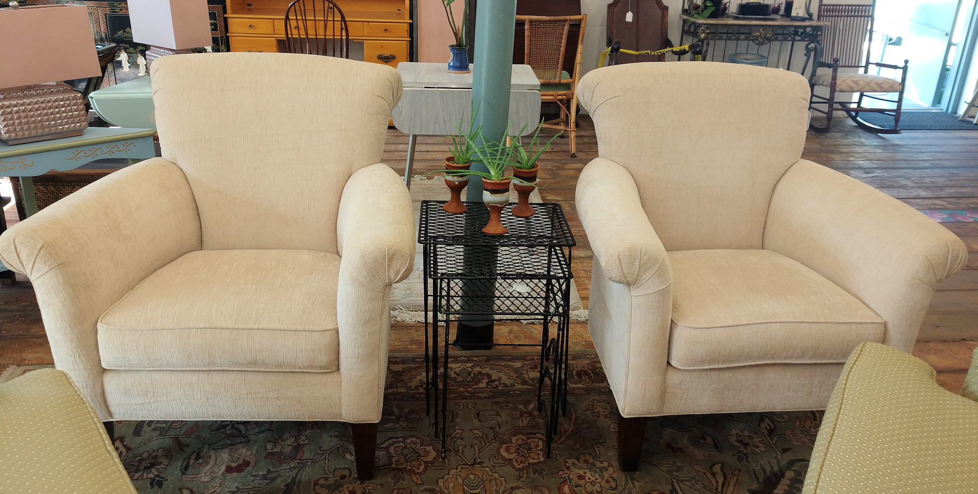 LR0259-pr.Chairs-Thomasville-ecru
