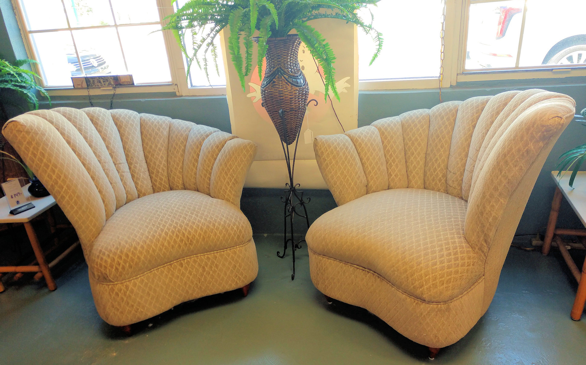 LR0278-Chairs-Scalloped-Backs