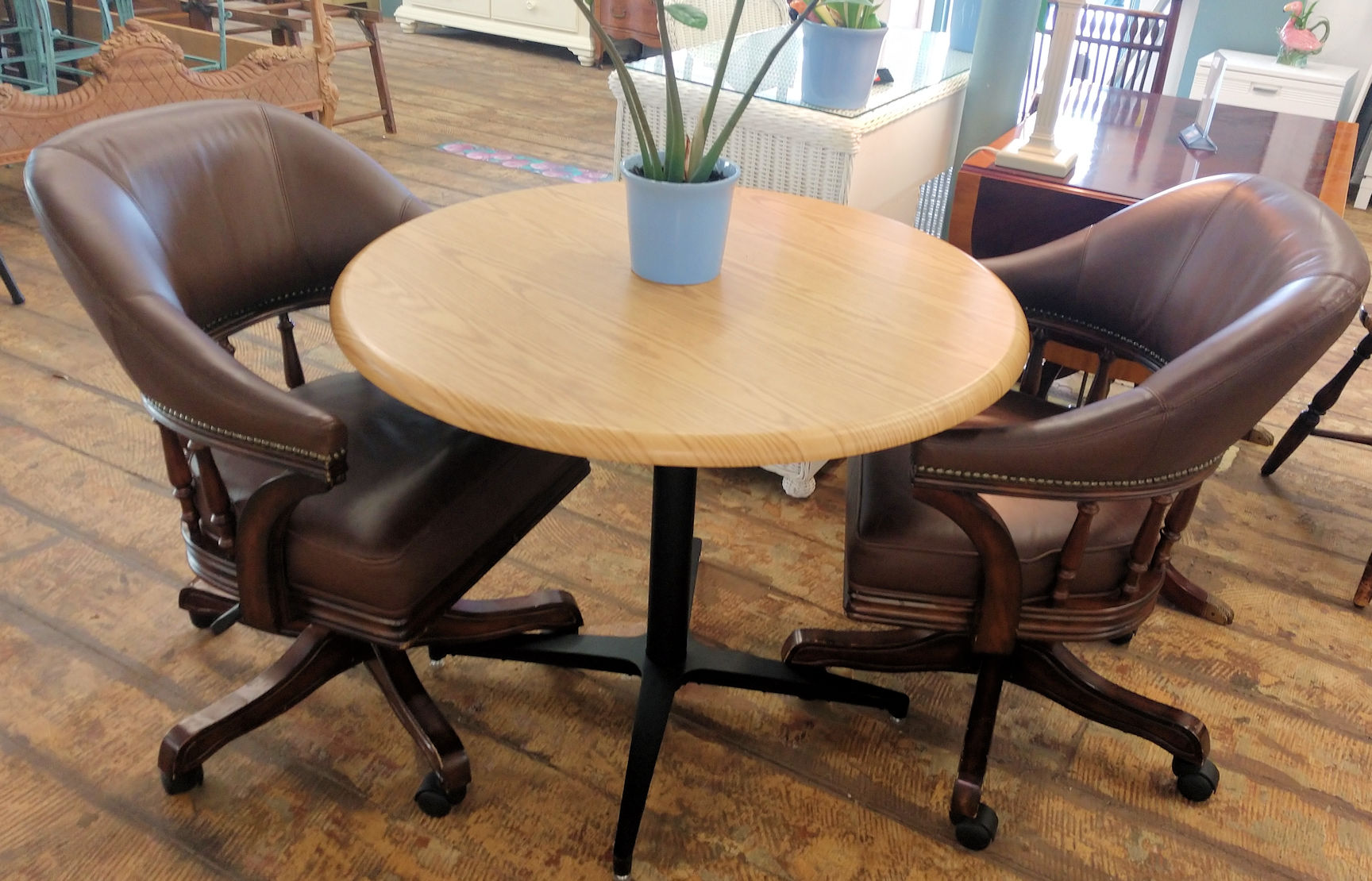 OF0024-Swivel-Chairs-at-table